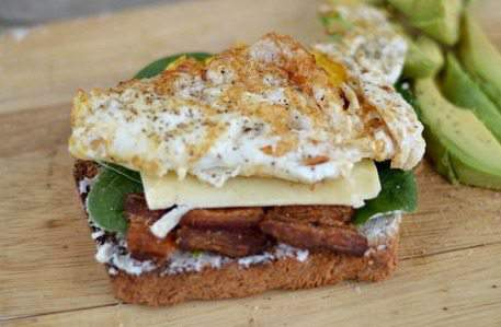 5 Minute Egg & Cheese Sandwich {with bacon, spinach & avocado}