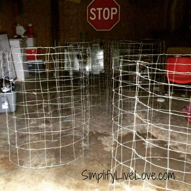 How to Make Strong & Effective Tomato Cages  - DIY Tutorial - make a bunch at the same time {SimplifyLiveLove.com}