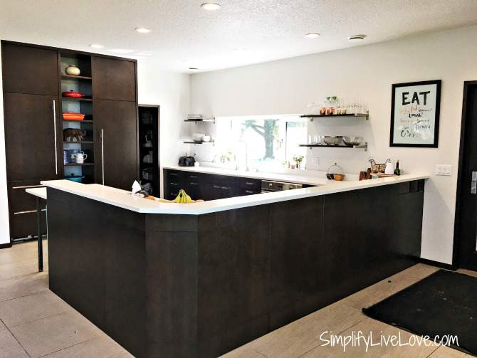 modern-kitchen-in-the-passive-aggressive-house
