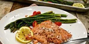 Easy Weeknight Salmon & Asparagus Sheet Pan Dinner #EatCleanwithBarleans #Giveaway