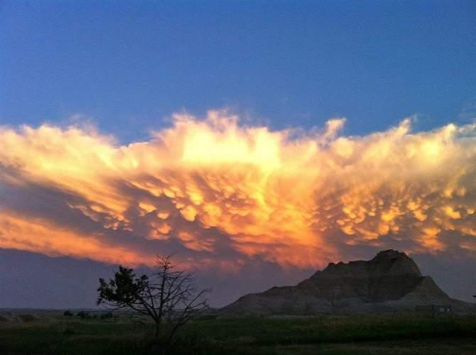 A Summer Road Trip to the Black Hills & Badlands