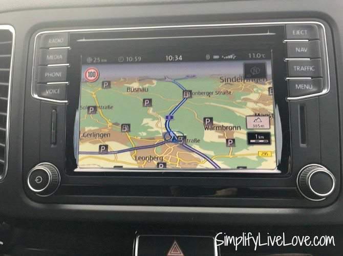 German Navi displays the speed limit in rental cars