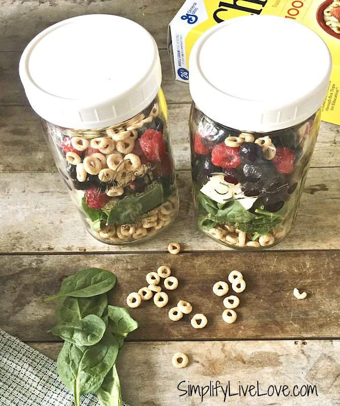freezing smoothies in glass jars